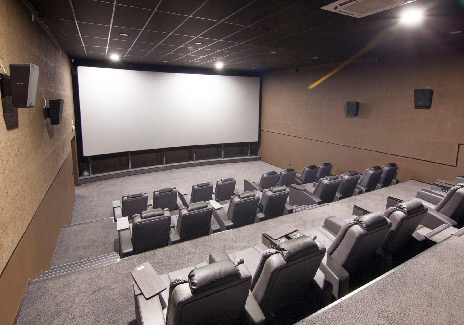 5 залов с лазерно-фосфорными кинопроекторами в Иркутске