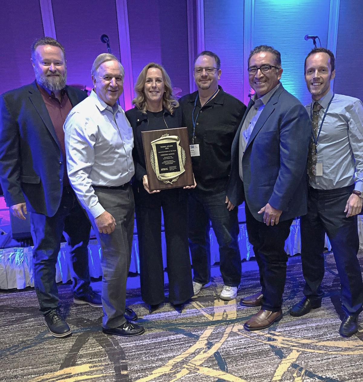 Christie получает награду ICTA Teddy Award  в номинации «Производитель года»